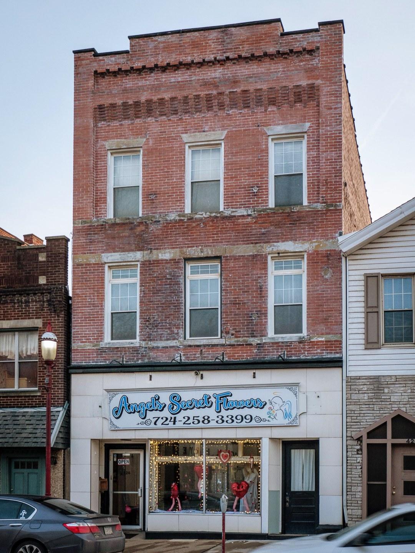 Photo of building at 424 West Main Street, Monongahela, Pa. 15063 along rt 88 and rt 136. Photo property of the Monongahela Main Street Program.